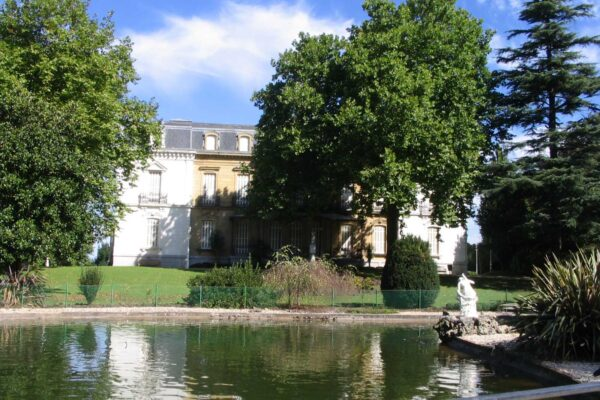 Parque y palacio de ayete Pensión Kaixo Hostel Donosti San Sebastian