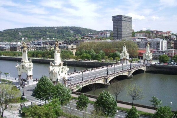 Puente de maria cristina Pensión Kaixo Hostel Donosti San Sebastian